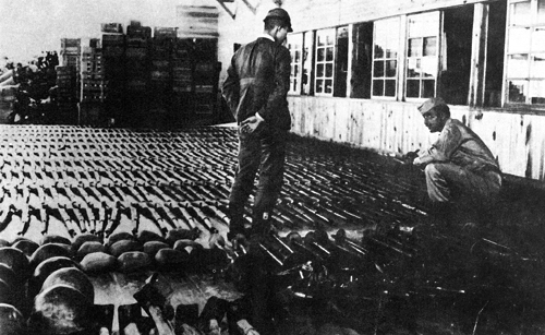 a look at disarmament and internationalism after world war i Chapters 25 & 26: world war ii what happened to the international efforts at economic stability and disarmament in europe in the late 1920s and early 1930s.